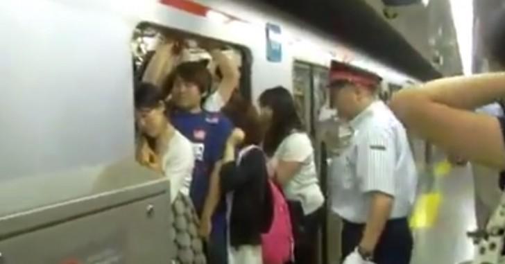 โหพระเจ้า !! การขึ้นรถไฟฟ้าที่ญี่ปุ่น ยิ่งกว่าปลากระป๋อง