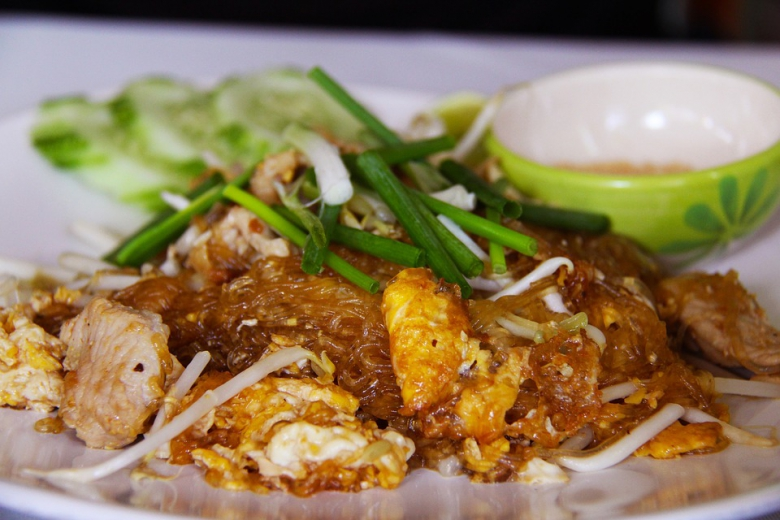 อาหารไทยผัดหมูวุ้นเส้น